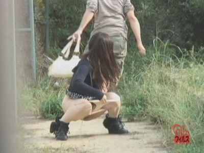 野グソ・野ション中の女のカバンを強奪!!