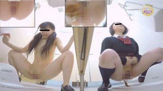 女子校生連れションおしゃべりトイレ ~おならにより凍りつく関係性~